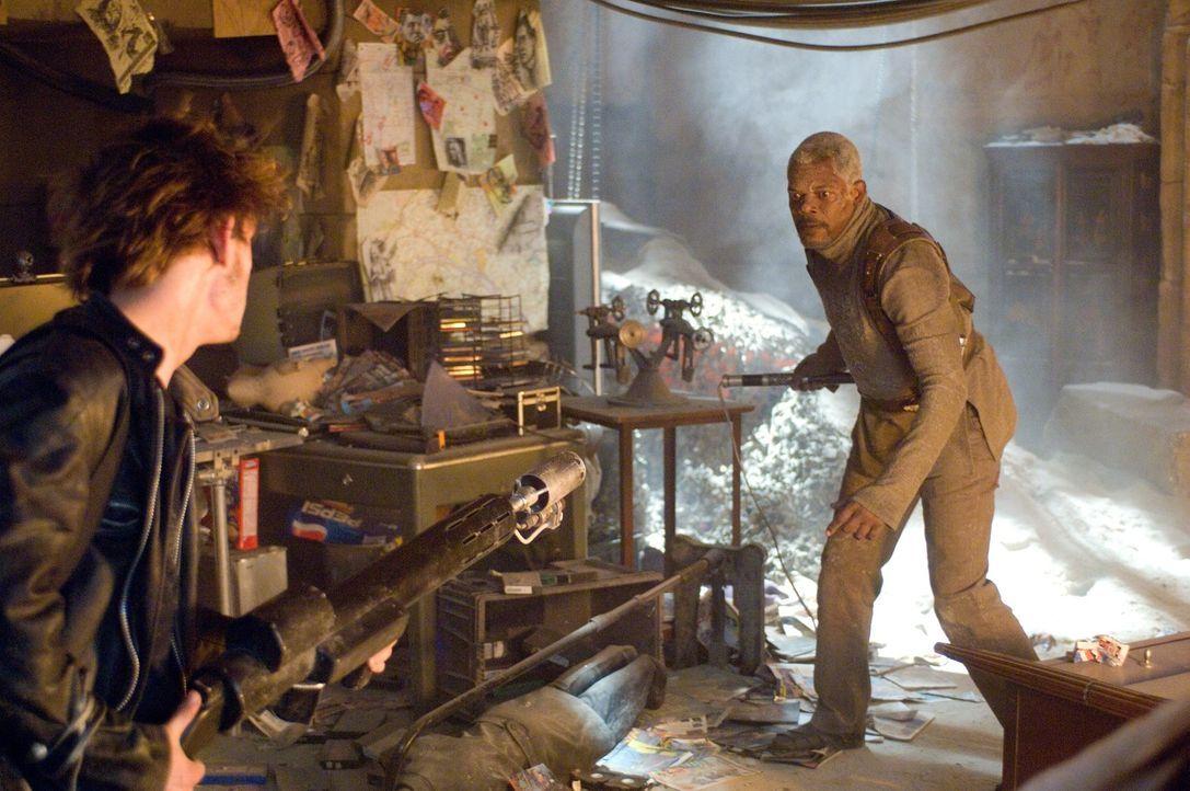 Nur einer kann überleben: Roland (Samuel L. Jackson, r.) und Griffin (Jamie Bell, l.) ... - Bildquelle: 2007 Epsilon Motion Pictures GmbH