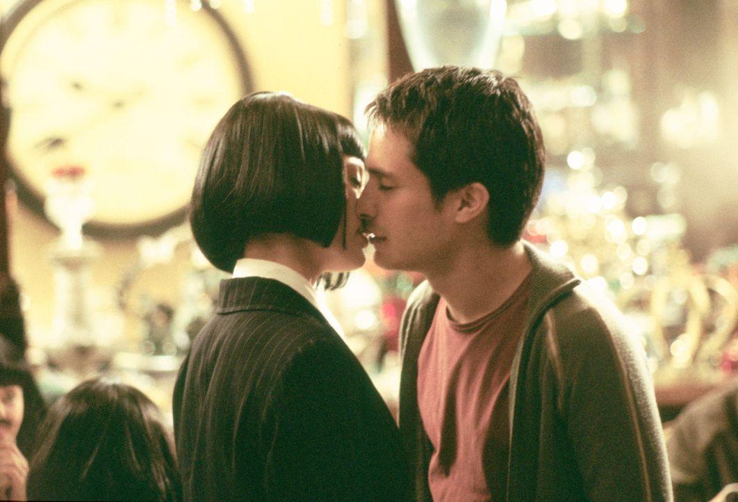 Während Carmen (Natalia Verbeke, l.) in einem Restaurant gerade ihren Junggesellinnenabschied feiert, informiert sie ein Kellner über einen französi...