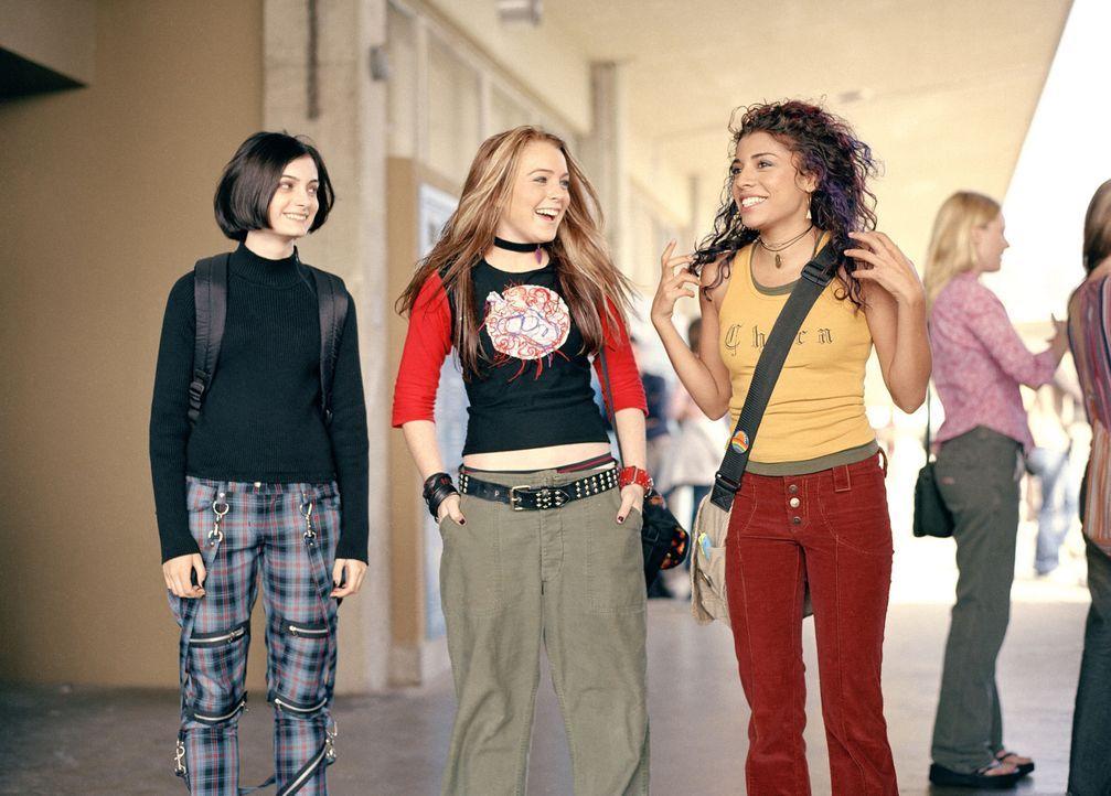Maddie (Christina Vidal, r.) und Peg (Hailey Hudson, l.) können nicht verstehen, warum sich ihre langjährige Freundin Annabell (Lindsay Lohan, M.)... - Bildquelle: Buena Vista Pictures Distribution
