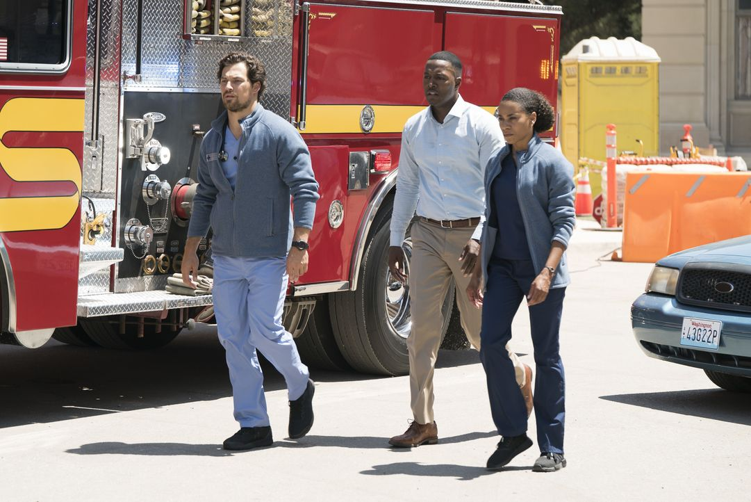 (v.l.n.r.) DeLuca (Giacomo Gianniotti); Evan Forrester (Flex Alexander); Maggie (Kelly McCreary) - Bildquelle: Eric McCandless 2018 American Broadcasting Companies, Inc. All rights reserved. / Eric McCandless