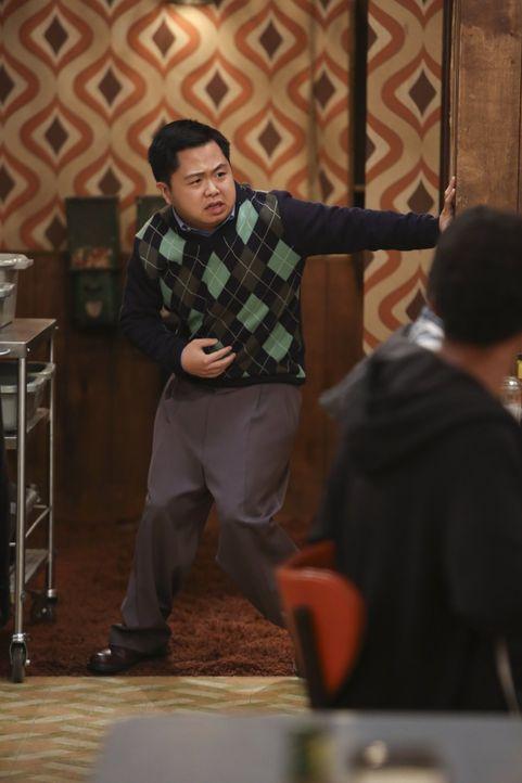 Han Lee (Matthew Moy) scheint die strikte Diät nicht allzu gut zu bekommen. Oder liegt es vielleicht doch am neuen Produkt von Max? - Bildquelle: Warner Brothers
