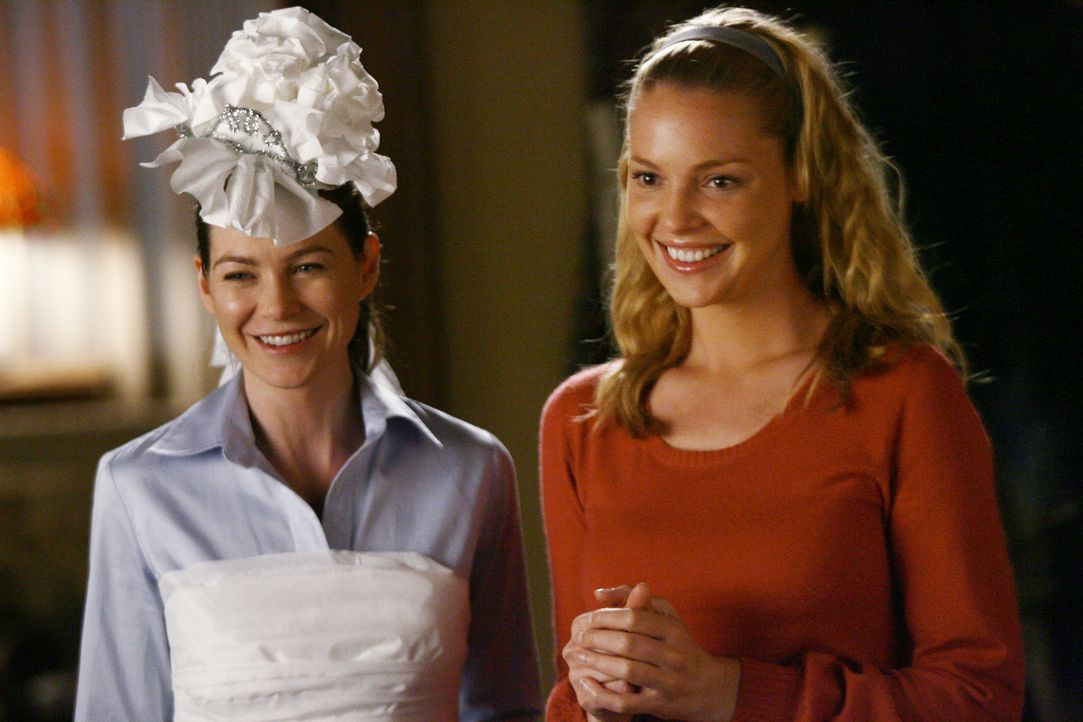 Versuchen Cristina etwas von ihrer Angst vor ihrer bevorstehenden Hochzeit zu nehmen: Meredith (Ellen Pompeo, l.) und Izzie (Katherine Heigl, r.) ... - Bildquelle: Scott Garfield 2007 American Broadcasting Companies, Inc. All rights reserved. NO ARCHIVE. NO RESALE.