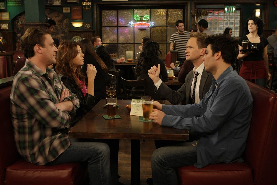 Gute Freunde: Marshall (Jason Segel, l.), Lily (Alyson Hannigan, 2.v.l.), Barney (Neil Patrick Harris, 2.v.r.) und Ted (Josh Radnor, r.) ... - Bildquelle: 20th Century Fox International Television