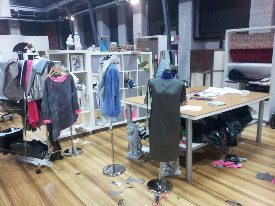 Fashion-Hero-Epi04-Backstage-01-Fashion-Hero-Designer - Bildquelle: Richard Huebner