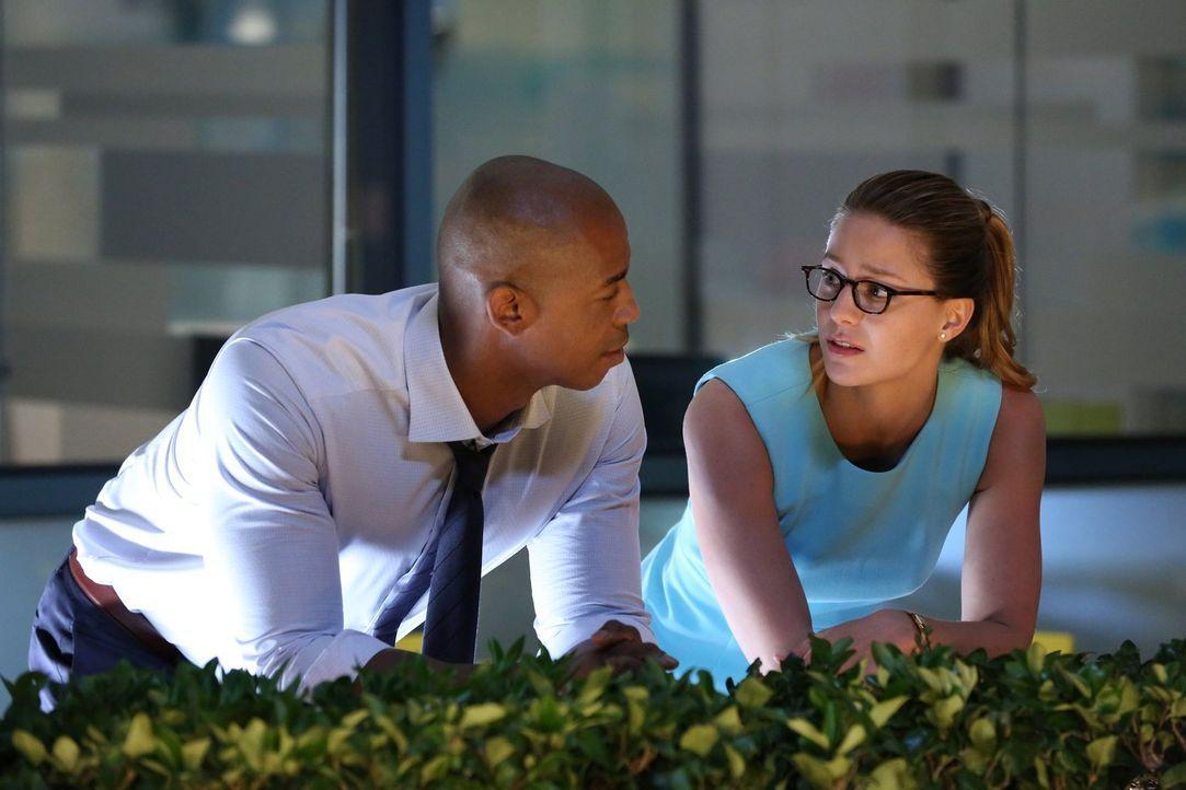 Jimmys (Mehcad Brooks, l.) Selbstzweifel bewegen Kara (Melissa Benoist, r.) dazu, ihm von ihrem Heimatplaneten zu erzählen und um ihm zu verdeutlich... - Bildquelle: 2015 Warner Bros. Entertainment, Inc.