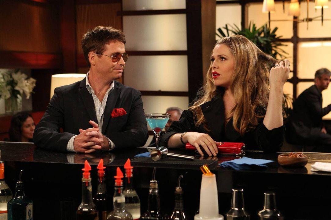 Um ihrer Ehe ein wenig mehr Pep zu geben, wagen Bobby (Kevin Connolly, l.) und Andi (Majandra Delfino, r.) ein Experiment ... - Bildquelle: 2013 CBS Broadcasting, Inc. All Rights Reserved.