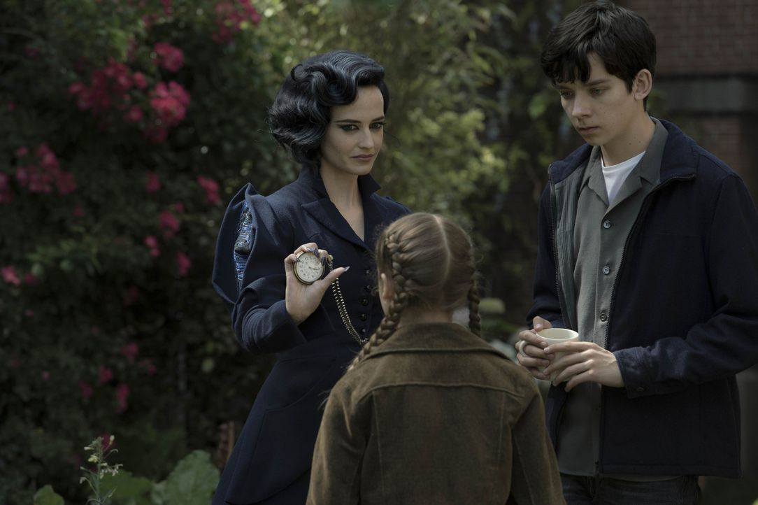 (v.l.n.r.) Miss Peregrine (Eva Green); Fiona (Georgia Pemberton); Jake (Asa Butterfield) - Bildquelle: Jay Maidment 2016 Twentieth Century Fox Film Corporation.  All rights reserved./Jay Maidment
