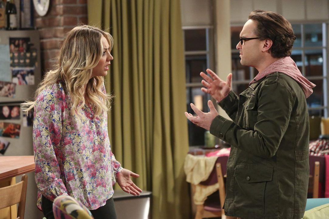 Nachdem Penny (Kaley Cuoco, l.) Leonard (Johnny Galecki, r.) eine wichtige Frage stellt, scheint sie deren gesamte Beziehung in Frage zu stellen ... - Bildquelle: Warner Brothers
