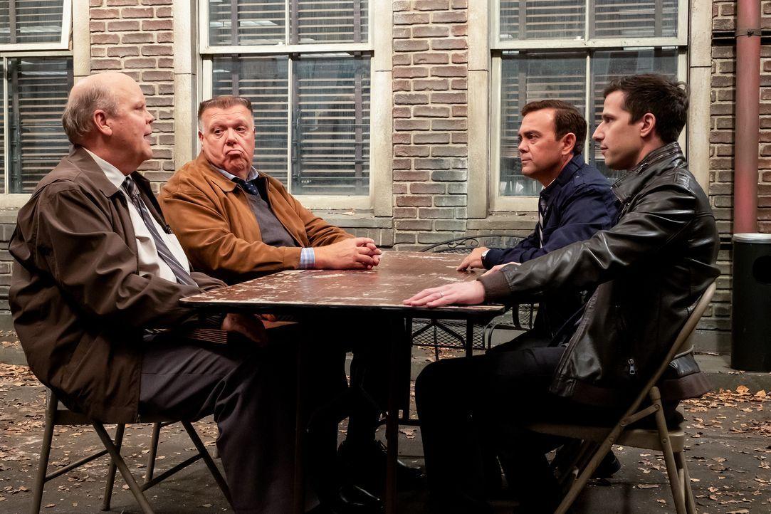 (v.l.n.r.) Hitchcock (Dirk Blocker); Scully (Joel McKinnon Miller); Charles Boyle (Joe Lo Truglio); Jake Peralta (Andy Samberg) - Bildquelle: Vivian Zink 2019 UNIVERSAL TELEVISION LLC. All rights reserved. / Vivian Zink