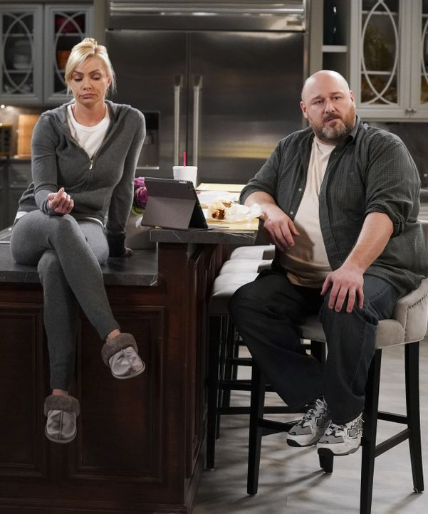 Jill (Jaime Pressly, l.); Officer Andy (Will Sasso, r.) - Bildquelle: Monty Brinton 2018 WBEI. All rights reserved.