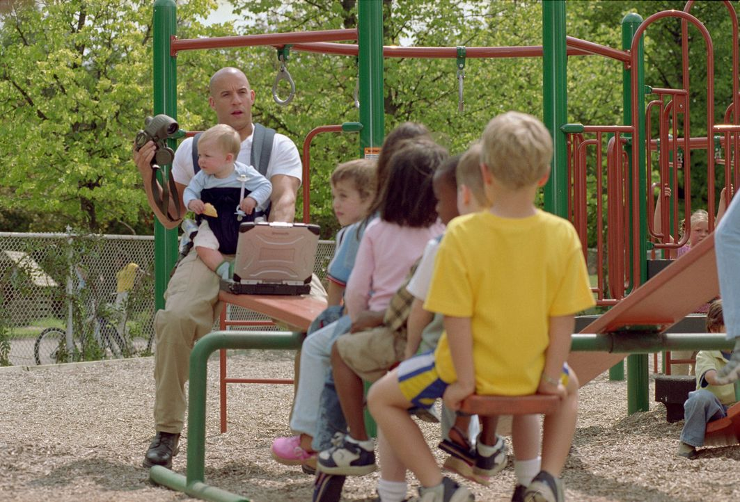 Shane Wolfe (Vin Diesel, l.) muss die Kinder einer von Terroristen bedrohten Familie beschützen. Der in zahlreichen Kämpfen mit Schwerverbrechern... - Bildquelle: Kerry Hayes Walt Disney Pictures, Spyglass Entertainment. All Rights Reserved