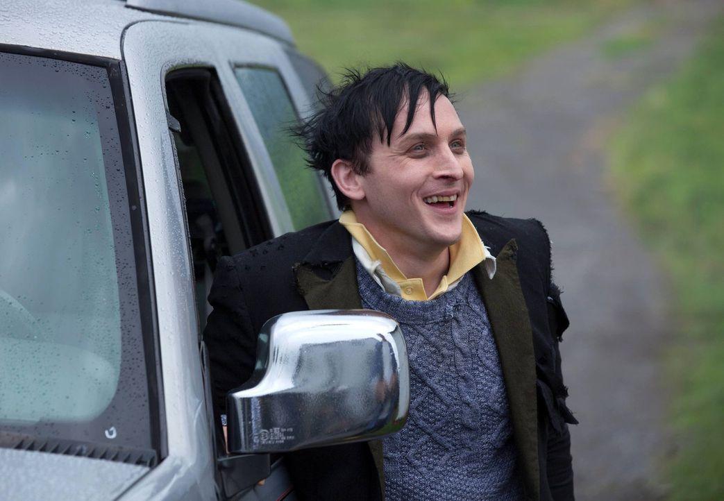 """Beginnt seine Rückreise nach Gotham, was viele neue Opfer fordert: Oswald """"Penguin"""" Cobblepot (Robin Lord Taylor) ... - Bildquelle: Warner Bros. Entertainment, Inc."""