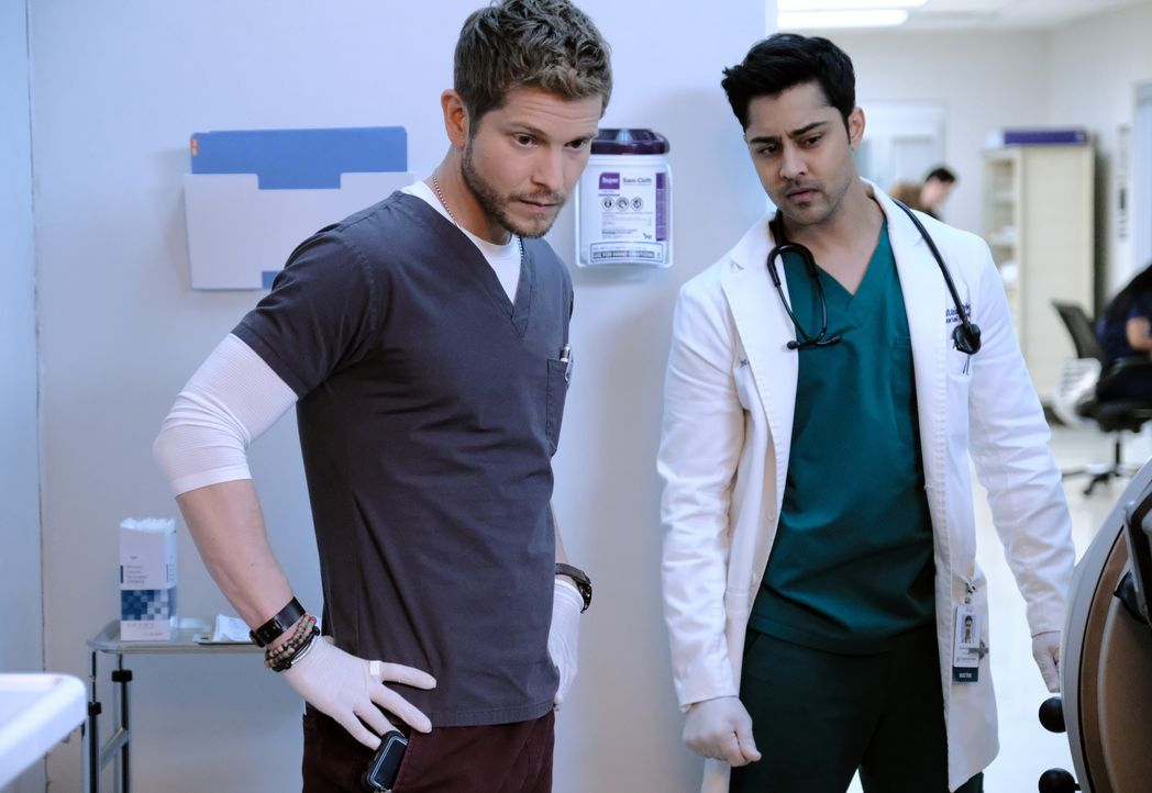Dr. Conrad Hawkins (Matt Czuchry, l.); Dr. Devon Pravesh (Manish Dayal, r.) - Bildquelle: 2018-2019 Twentieth Century Fox Film Corporation.  All rights reserved.