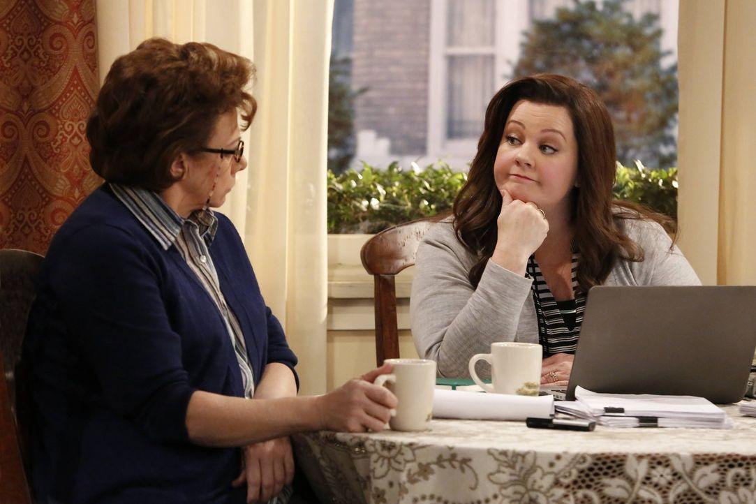 Die Zusammenarbeit von Molly (Melissa McCarthy, r.) und Peggy (Rondi Reed, l.) gestaltet sich schwieriger als erwartet ... - Bildquelle: Warner Brothers