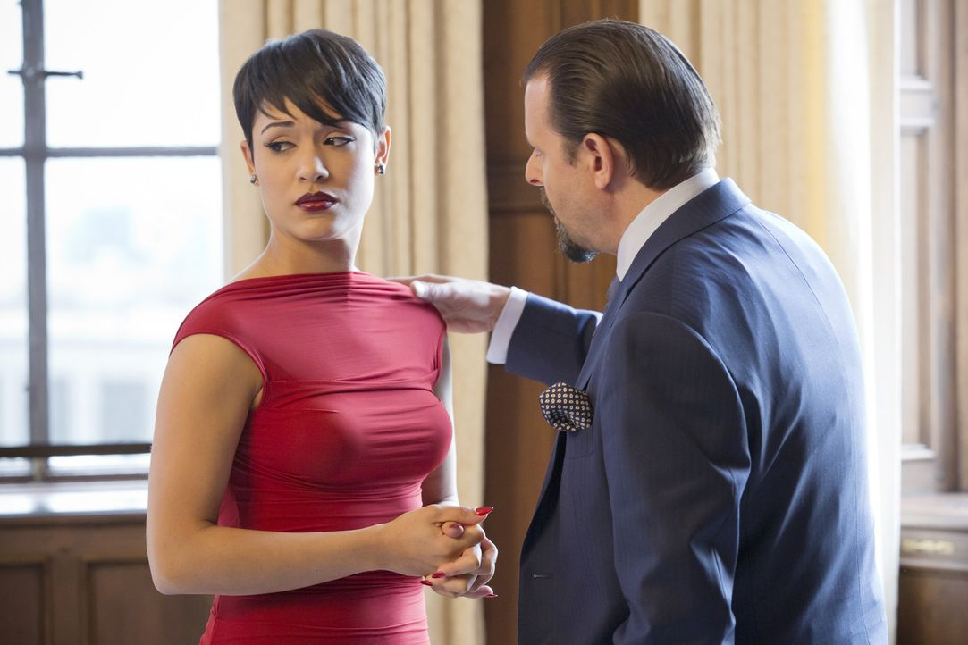 Der einzige Grund, warum Beretti (Judd Nelson, r.) Anika (Grace Gealey, l.) eingestellt hat, ist ihre ehemalige Beziehung zu Lucious. Verrät sie sei... - Bildquelle: 2015 Fox and its related entities.  All rights reserved.