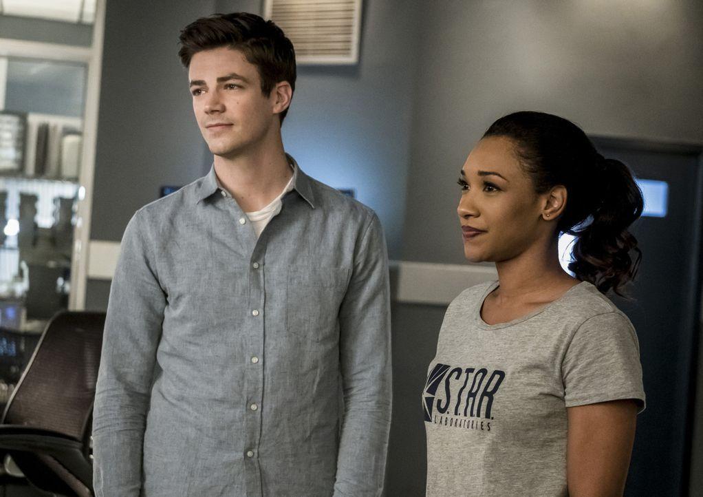 Nachdem ein Metawesen die DNA von Barry (Grant Gustin, l.) und Iris (Candice Patton, r.) vertauscht hat, ist sie plötzlich die schnellste Frau der W... - Bildquelle: 2017 Warner Bros.