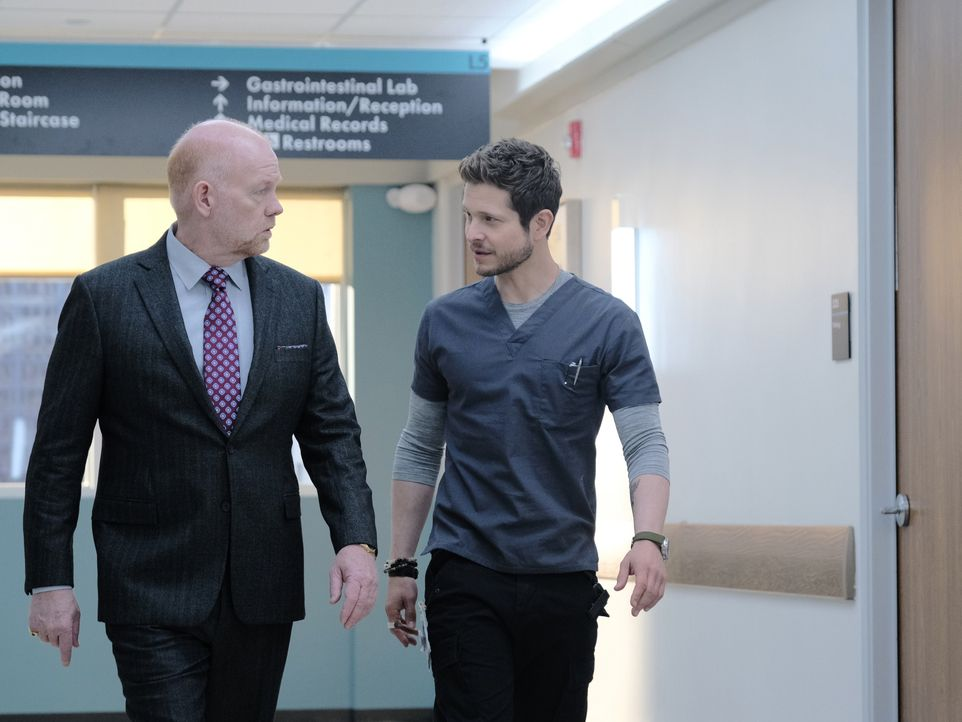 Marshall Winthrop (Glenn Morshower, l.); Dr. Conrad Hawkins (Matt Czuchry, r.) - Bildquelle: Guy D'Alema 2019-2020 Twentieth Century Fox Film Corporation.  All rights reserved. / Guy D'Alema