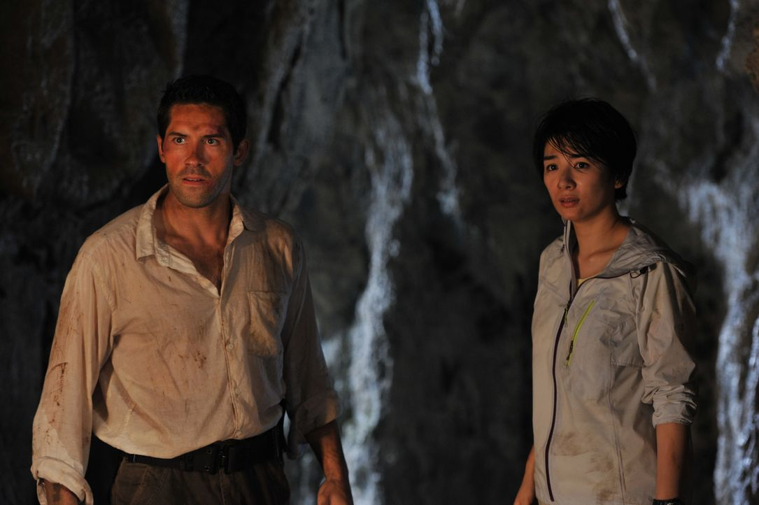 Im Visier einer riesigen Bestie: Zoologe Travis Preston (Scott Adkins, l.) und Dr. Lan Zeng (Yi Huang, r.) ...