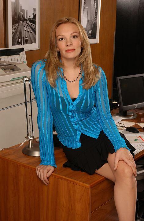 Mindy (Abby Brammell) spielt ihrer Chefin ziemlich übel mit ... - Bildquelle: 2004 Sony Pictures Television Inc. All Rights Reserved.