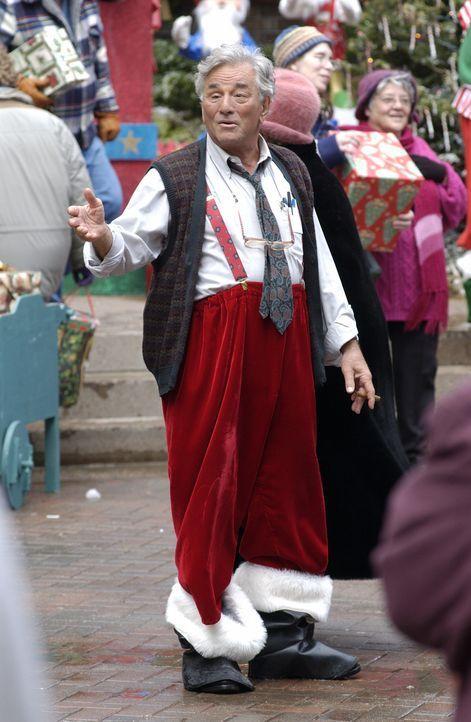 Wer ist der mysteriöse Fremde (Peter Falk), der stets äußerst eigenartig gekleidet ist und immer wieder an den unwahrscheinlichsten Orten auftauc... - Bildquelle: CBS International Television