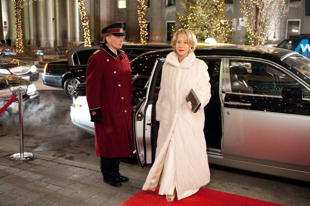 Versteht es, ihre Gegner mit einem glamourösen Auftritt zu blenden: Viktoria (Helen Mirren, r.) ... - Bildquelle: 2010 Concorde Filmverleih GmbH