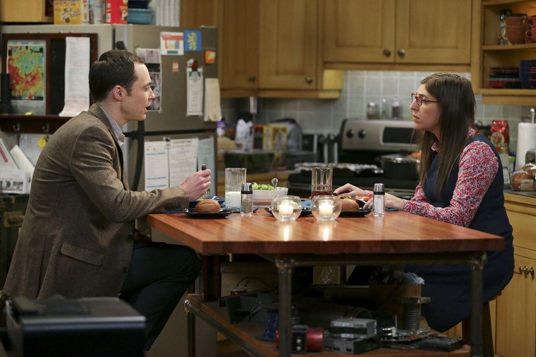 Wird aus dem gemeinsamen Abend für Amy (Mayim Bialik, r.) und Sheldon (Jim Parsons, l.), trotz derren furchtbarer Laune, noch etwas? - Bildquelle: Warner Bros. Television
