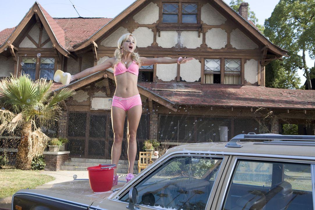Ein wahrer Marketing-Experte: Um Geld in die leere Kasse zu kriegen, bietet sich Shelley (Anna Faris) als leichbekleidete Autowäscherin an ... - Bildquelle: 2007 Columbia Pictures Industries, Inc.  All Rights Reserved.