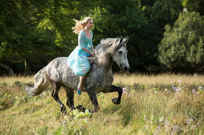 Lily-James-Cinderella-2014-Disney-Enterprises-Inc - Bildquelle: ©Disney Enterprises, Inc. All Rights Reserved.