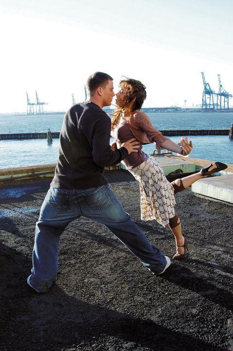Ohne Fleiß kein Preis: Schon bald erkennen Tyler (Channing Tatum, l.) und Nora (Jenna Dewan, r.), dass sie ihre unterschiedlichen Tanzstile zu eine... - Bildquelle: Constantin Film
