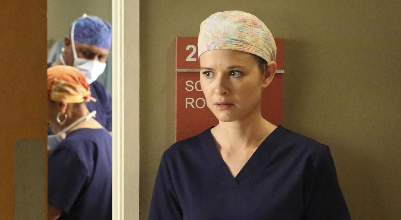 Schwere Zeit: April (Sarah Drew) findet heraus, dass Catherine sie verklagen will... - Bildquelle: Mitchell Haaseth ABC Studios