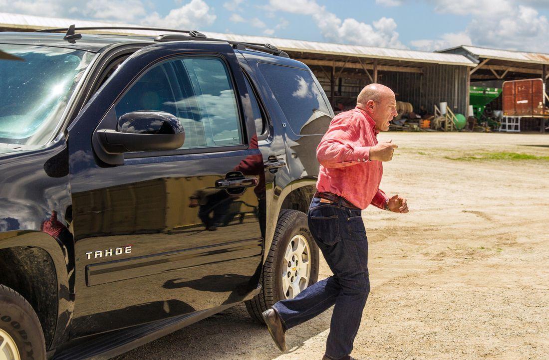 Während Big Jim (Dean Norris) versucht, die Kontrolle über das zentrale Wasserlager von Ollie zurückzugewinnen, machen sich Junior und Julia auf... - Bildquelle: 2013 CBS Broadcasting Inc. All Rights Reserved