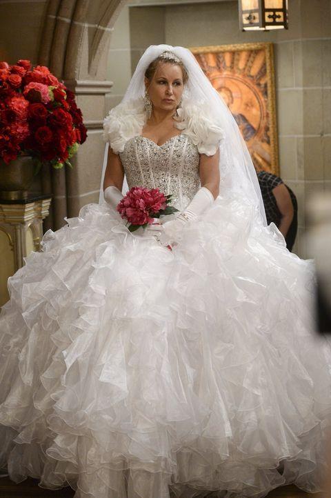 Eigentlich sollte das der schönste Tag in ihrem Leben sein: Sophie (Jennifer Coolidge) ... - Bildquelle: Warner Bros. Television