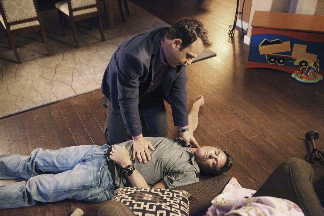Während Addison einen Fruchtbarkeitsexperten aufsucht, kämpft Cooper (Paul Adelstein, hinten) um das Leben von Pete (Tim Daly, vorne) ... - Bildquelle: ABC Studios