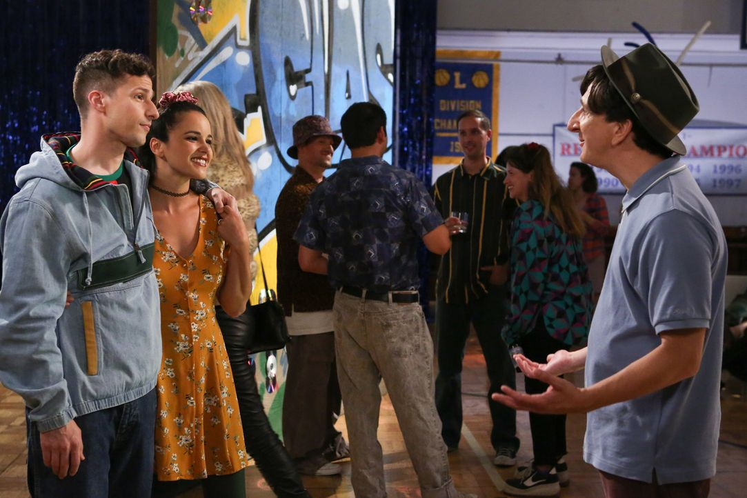 (v.l.n.r.) Jake Peralta (Andy Samberg); Amy Santiago (Melissa Fumero); Mikey Joseph (Paul Rust) - Bildquelle: Vivian Zink 2019 UNIVERSAL TELEVISION LLC. All rights reserved. / Vivian Zink