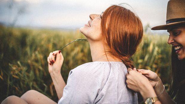 Wie funktioniert der Übergang zu Natural Hair? Wir haben die Antworten im Bea...