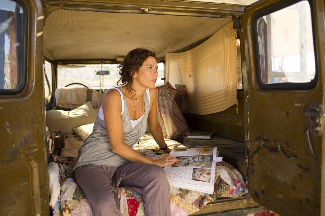 Die Oxford-Absolventin Victoria Carter (Anna Friel) ist die Tochter eines berühmten Archäologen. Während sie selbst in Jordanien eine Ausgrabung... - Bildquelle: Tandem Communication GmbH & Film Afrika Worldwide (Pty) Limited South Africa
