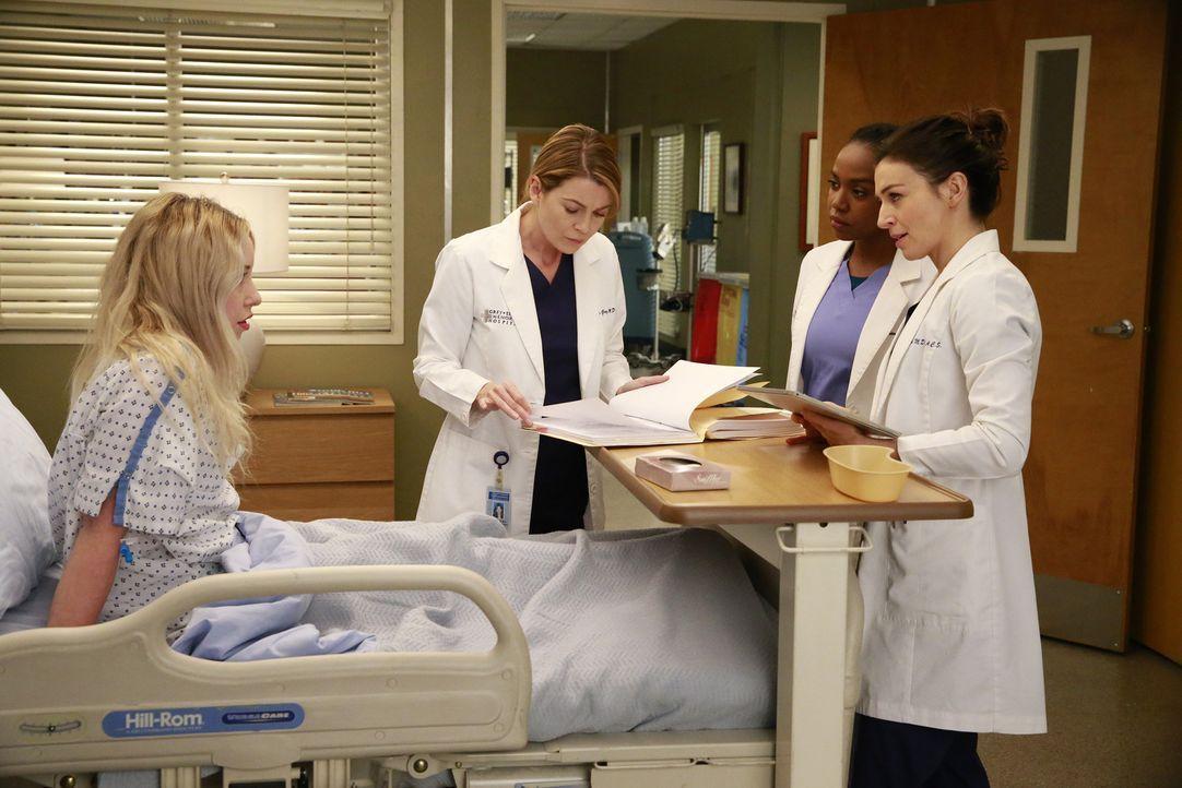 Amelia (Caterina Scorsone, r.) und Stephanie (Jerrika Hinton, 2.v.r.) kümmern sich um Katie Bryce (Skyler Shaye, l.), eine Patienten, bei der Meredi... - Bildquelle: Mitchell Haaseth ABC Studios