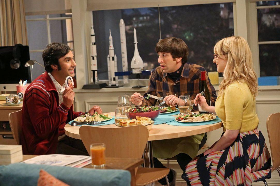 Howard (Simon Helberg, M.) und Bernadette (Melissa Rauch, r.) steuern auf eine Ehekrise zu: Da sich Rajs (Kunal Nayyar, l.) Eltern getrennt haben, ü... - Bildquelle: Warner Bros. Television