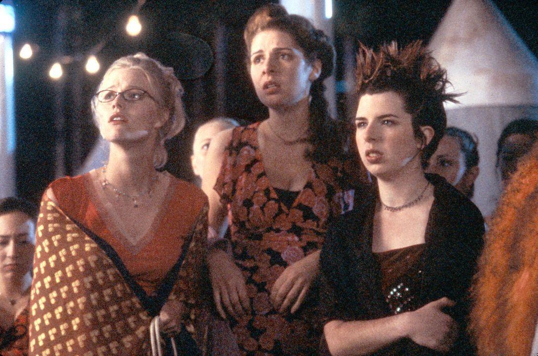 Als Katie (Heather Matarazzo, r.) und Leah (Melissa Sagemiller, l.) ihre männlichen Kommilitonen mal wieder megamachomäßig erleben, entwickeln si... - Bildquelle: Touchstone Pictures