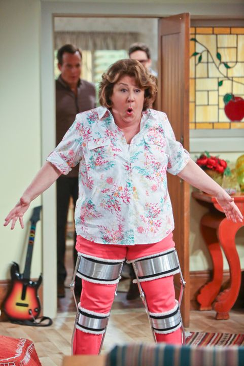 Was ist mit Carol (Margo Martindale) los? - Bildquelle: 2013 CBS Broadcasting, Inc. All Rights Reserved.