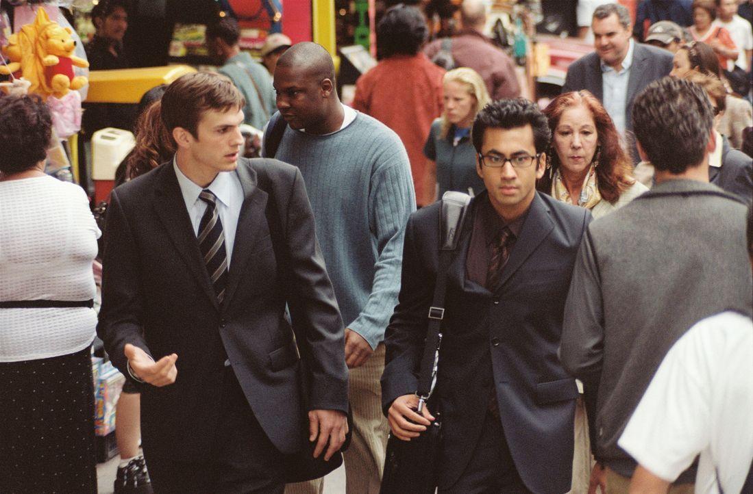 Oliver (Ashton Kutcher, l.) und Jeefer (Kal Penn, r.) haben eine außergewöhnliche Geschäftsidee ... - Bildquelle: Touchstone Pictures. All rights reserved