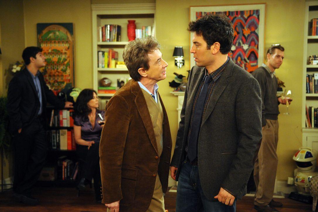 Geraten aneinander: Ted (Josh Radnor, r.) und Marshalls Boss Garrison Cootes (Martin Short , l.) ... - Bildquelle: 20th Century Fox International Television