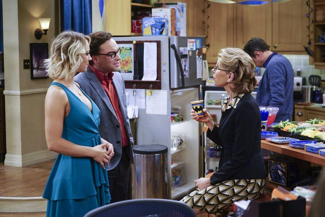 Sheldon hat Geburtstag und seine Freunde beschließen, eine Party für ihn zu organisieren. Auch Leonards (Johnny Galecki, 2.v.l.) Mutter Beverly (Chr... - Bildquelle: 2016 Warner Brothers