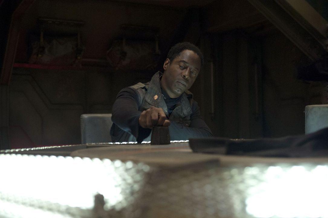 Hat Kanzler Jaha (Isaiah Washington) wirklich schon mit dem Leben abgeschlossen? - Bildquelle: Warner Brothers