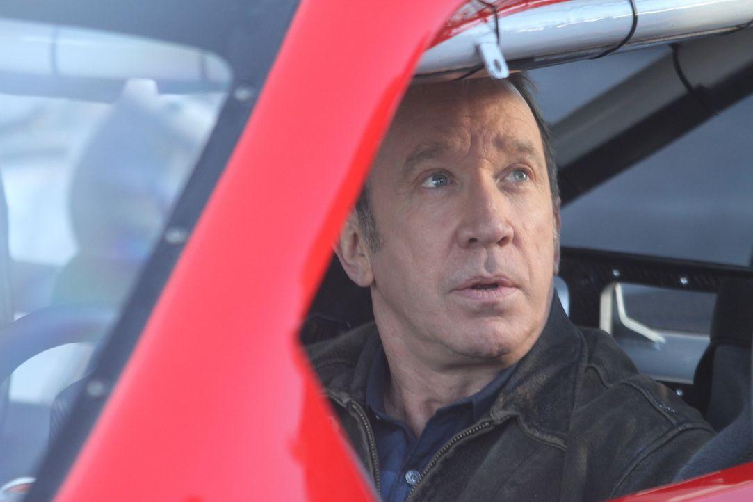 Im Gegenzug dafür, dass Mike (Tim Allen) den Rennwagen von Nascar-legende Tony Stewart fahren kann, lässt er den Rennfahrer hinter dem Steuer seines... - Bildquelle: 2011 Twentieth Century Fox Film Corporation