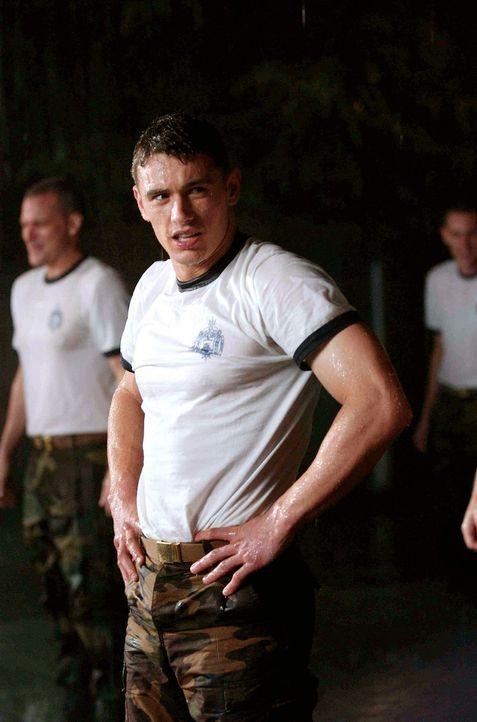 Als Jake (James Franco), ein Junge aus einfachsten Verhältnissen, die begehrte Zulassungsbescheinigung zur Marineakademie von Annapolis ergattert,... - Bildquelle: Touchstone Pictures.  All rights reserved