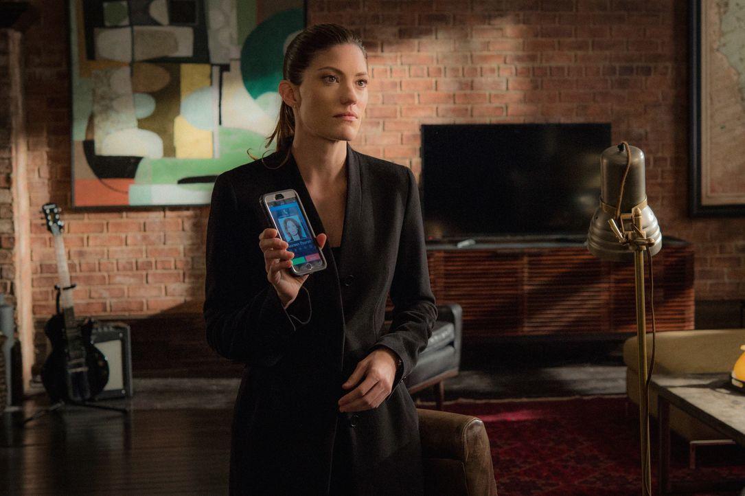 Als Rebecca (Jennifer Carpenter) erfährt, dass Sie vom CJC angeheuert wurde, nachdem das FBI von ihrem Vater wusste, beschließt sie, gemeinsam mit B... - Bildquelle: David Giesbrecht 2015 CBS Broadcasting, Inc. All Rights Reserved