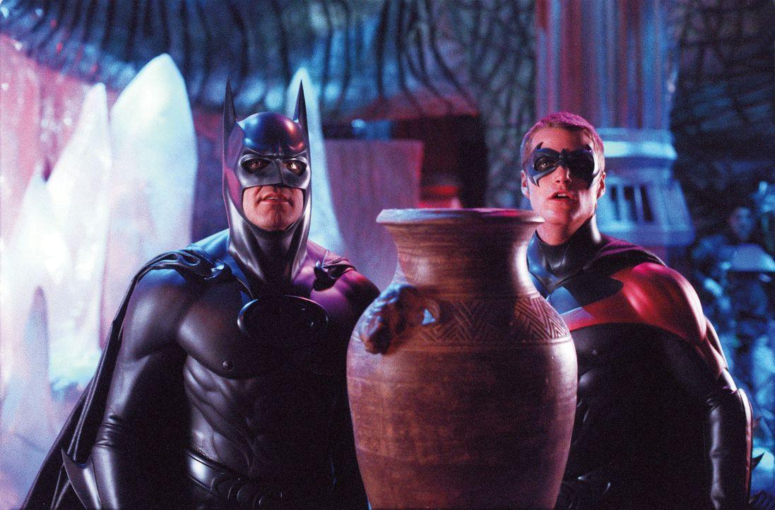 Nur mit vereinten Kräften können Batman (George Clooney, l.) und Robin (Chris O'Donnell, r.) Gotham vor Poison Ivy und Mr. Freeze retten. Doch ihre... - Bildquelle: Warner Bros. Pictures