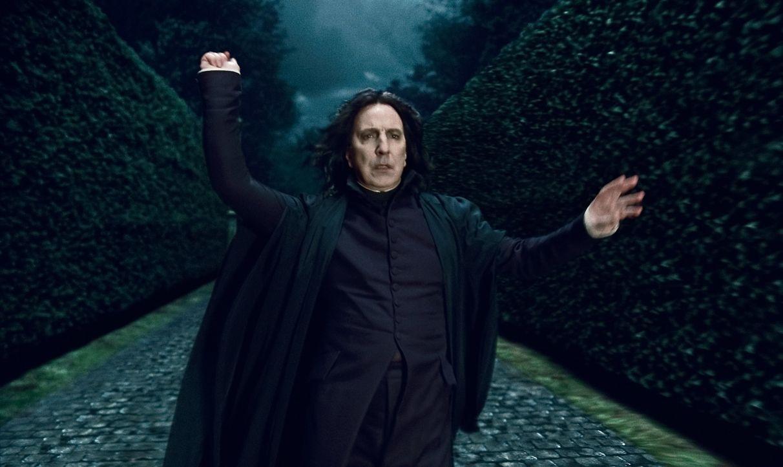 Freund oder Feind? Severus Snape (Alan Rickman) berichtet an den dunklen Lord und bringt Harry und seine Freunde mehr als einmal in große Gefahr. Do... - Bildquelle: 2010 Warner Bros.