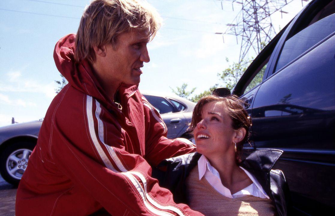 Cop Frank Gannon (Dolph Lundgren, l.) wird die noch völlig unerfahrene Polizistin Billie Ross (Polly Shannon, r.) zugeteilt, ausgerechnet an dem Ta... - Bildquelle: Nu-Image Films